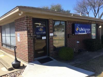 Life Storage - Arlington - East Lamar Boulevard 1620 E Lamar Blvd Arlington, TX - Photo 1