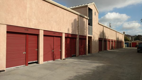 A+ Storage - Costa Mesa Self Storage 2458 Newport Blvd Costa Mesa, CA - Photo 14