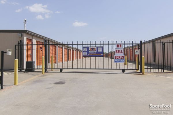 Macho Self Storage - Dallas 1750 W Northwest Hwy Dallas, TX - Photo 2