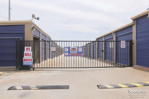 Macho Self Storage - Irving 3930 Valley View Ln Irving, TX - Photo 2