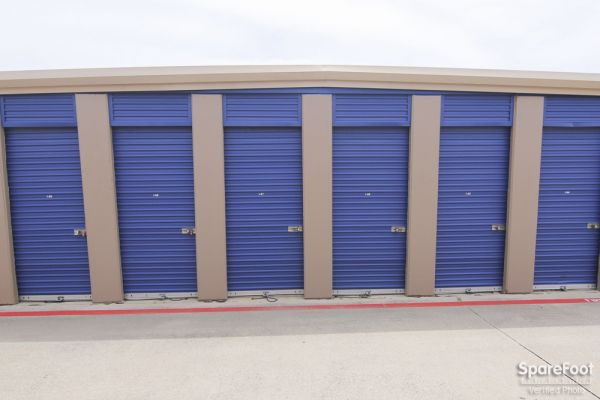 Macho Self Storage - Irving 3930 Valley View Ln Irving, TX - Photo 6
