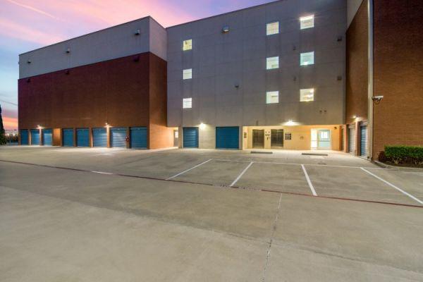 Advantage Storage - Parkwood 6720 Parkwood Blvd Plano, TX - Photo 4