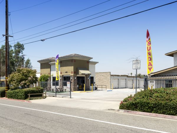 Tri City Storage 485 W La Cadena Dr Riverside, CA - Photo 1