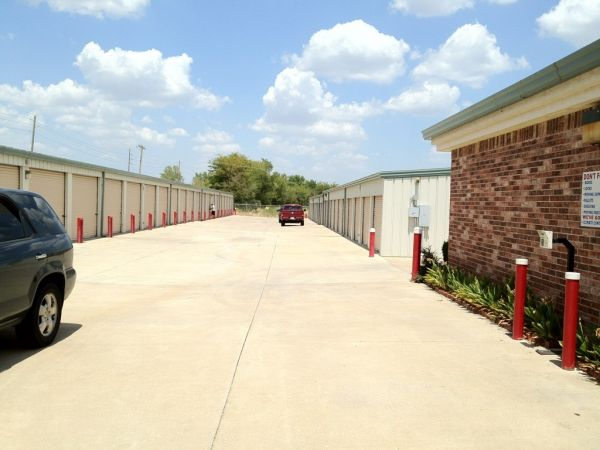 Storemore Self Storage 3015 N Highway 167 Catoosa, OK - Photo 4