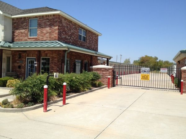 Storemore Self Storage 3015 N Highway 167 Catoosa, OK - Photo 0