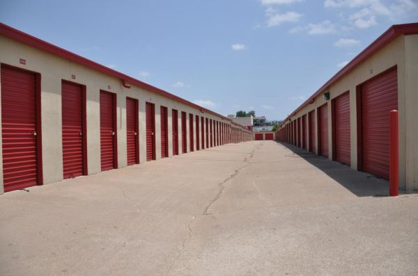 SecurCare Self Storage - Tulsa - S Lewis Ave 8905 S Lewis Ave Tulsa, OK - Photo 2