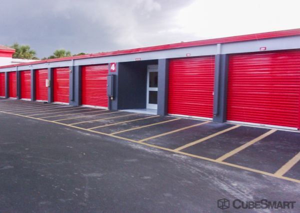 CubeSmart Self Storage - West Palm Beach - 5058 Forest Hill Blvd 5058 Forest Hill Blvd West Palm Beach, FL - Photo 6