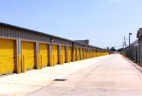 Safeguard Self Storage - Harvey 1001 Manhattan Boulevard Harvey, LA - Photo 2