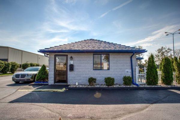Simply Self Storage - 9624 E 350 Highway - Raytown 9624 E 350 Hwy. Raytown, MO - Photo 1