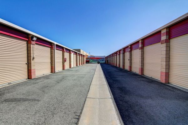 ... StaxUP Storage   Sun City27400 McCall Blvd   Sun City, CA   Photo 4 ...