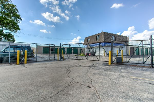 Simply Self Storage - Bolingbrook, IL - Frontage Rd 300 Historic U.s. 66 Frontage Bolingbrook, IL - Photo 2