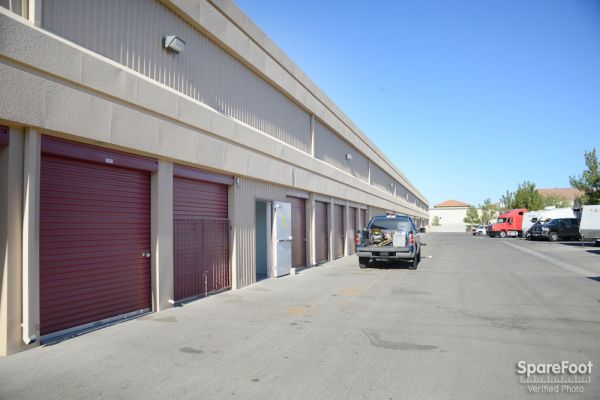 Storageone rhodes ranch lowest rates for Storage one rhodes ranch