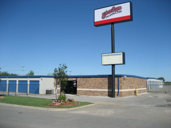 Storage Oklahoma #2 - Moore, OK 2201 N Moore Ave Moore, OK - Photo 0