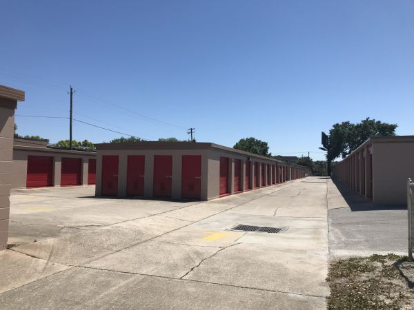 StorQuest - Tampa/Hillsborough 6207 W Hillsborough Ave Tampa, FL - Photo 3