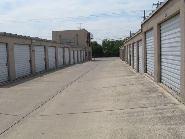 Handy E Mini Storage Perrin Beitel Rd 9030 San Antonio