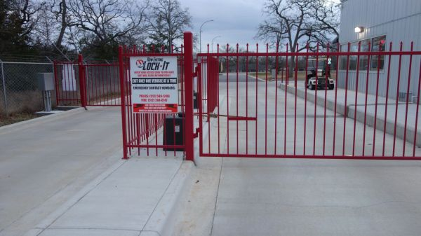 ULock-It 304 Highway 21 Cedar Creek, TX - Photo 1