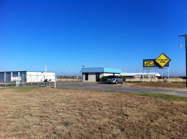 Plainview Storage One1810 South I 27   Plainview, TX   Photo 1 ...