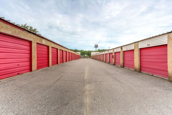 Devon Self Storage - Getwell 3577 New Getwell Road Memphis, TN - Photo 3