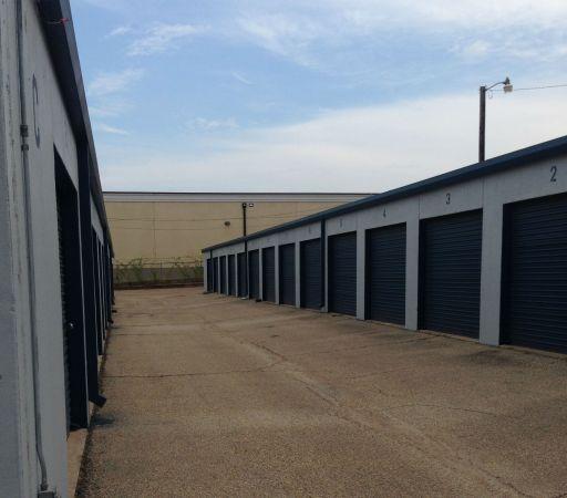 254-Storage 101 308 North Industrial Drive Waco, TX - Photo 2