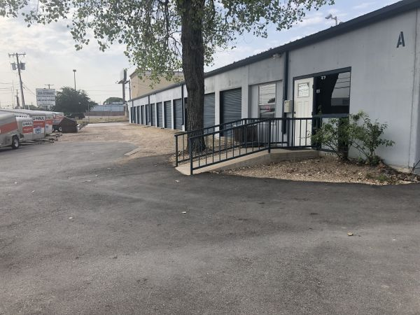 254-Storage 101 308 North Industrial Drive Waco, TX - Photo 0