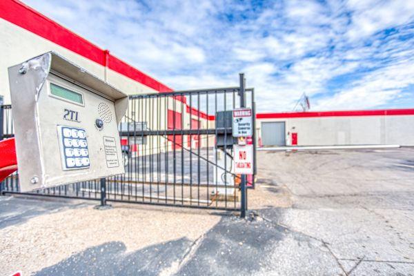 Devon Self Storage - Poplar Ave. 2700 Poplar Ave Memphis, TN - Photo 3