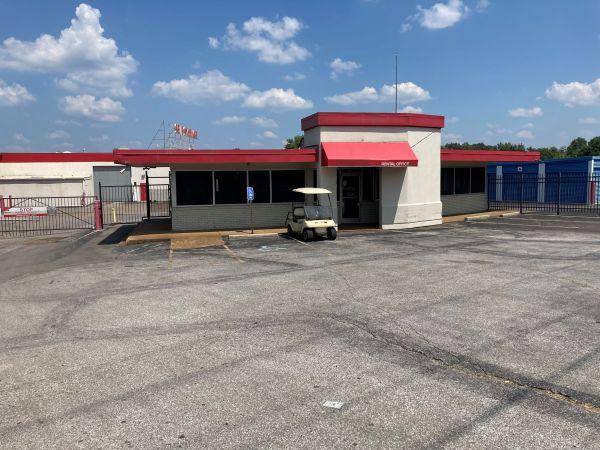 Devon Self Storage - Poplar Ave. 2700 Poplar Ave Memphis, TN - Photo 11