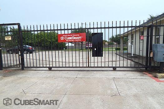CubeSmart Self Storage - Houston - 10030 Blackhawk Boulevard 10030 Blackhawk Boulevard Houston, TX - Photo 3
