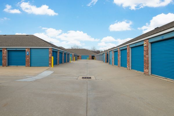 Security Self Storage - College Blvd 13300 College Blvd Lenexa, KS - Photo 4