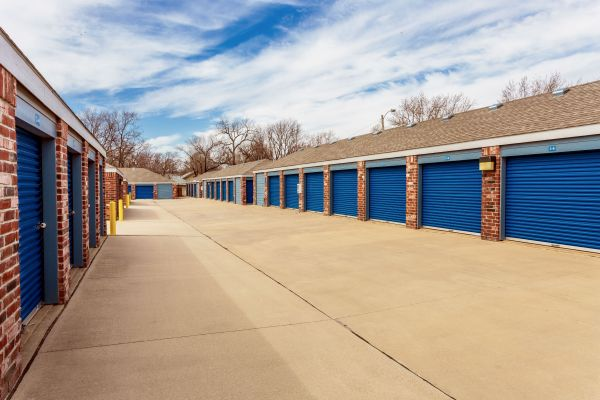 Security Self Storage - Hillside 405 South Hillside Street Wichita, KS - Photo 2