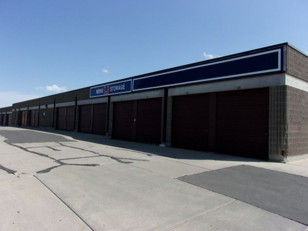 Mini U Storage - AAA County Line 1400 E County Line Rd Highlands Ranch, CO - Photo 4