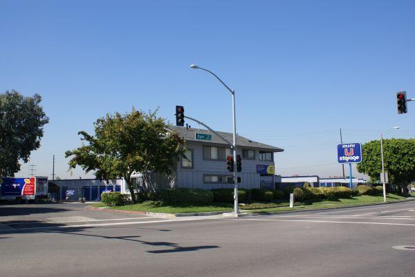 Mini U Storage - Dyer Road 600 W Dyer Rd Santa Ana, CA - Photo 4