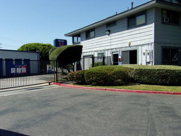 Mini U Storage - Dyer Road 600 W Dyer Rd Santa Ana, CA - Photo 3