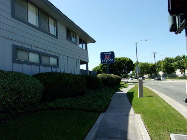 Mini U Storage - Dyer Road 600 W Dyer Rd Santa Ana, CA - Photo 2