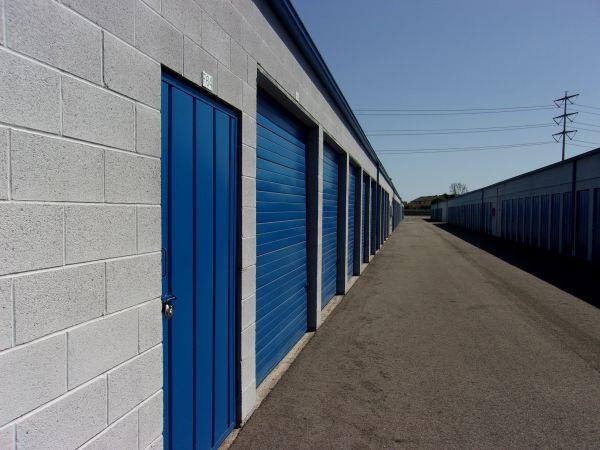 Mini U Storage - Dyer Road 600 W Dyer Rd Santa Ana, CA - Photo 5