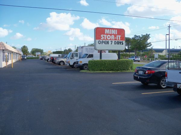 West Palm Mini Stor-It 1547 N Florida Mango Rd West Palm Beach, FL - Photo 7