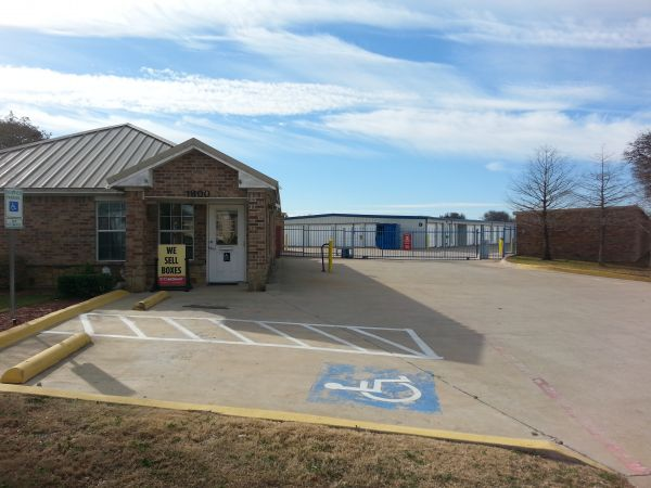 Simply Self Storage - Arlington, TX - Cooper St 1800 West Sublett Road Arlington, TX - Photo 4