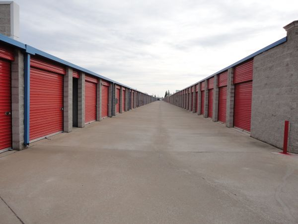 Storage Direct - Roseville 998 Washington Boulevard Roseville, CA - Photo 4