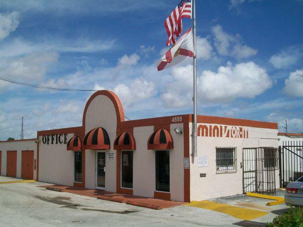 Miami Mini Stor-It - South Miami/Coral Gables 4555 SW 72nd Ave Miami, FL - Photo 4