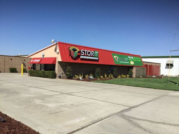 Stor It Plaza 725 North Plaza Drive Visalia, CA - Photo 0
