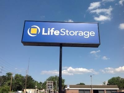 Life Storage - Brentwood 8524 Manchester Road Brentwood, MO - Photo 1