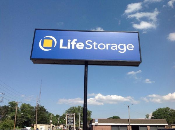 Life Storage - Brentwood 8524 Manchester Road Brentwood, MO - Photo 5