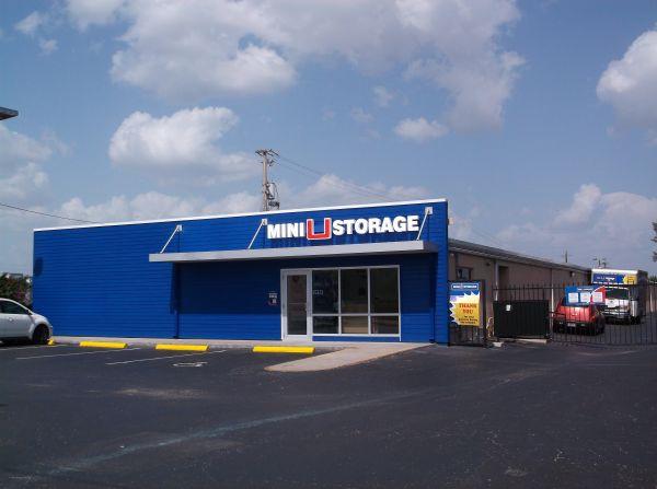 Mini U Storage - Bradenton 5717 14th Street West Bradenton, FL - Photo 4