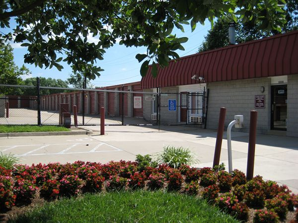 Fort Knox Self Storage - Woodbridge 1820 Reddy Drive Woodbridge, VA - Photo 2