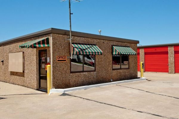 American Self Storage - S. Ranchwood Blvd. 750 South Ranchwood Boulevard Yukon, OK - Photo 4