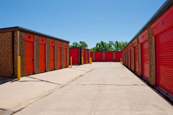 American Self Storage - S. Ranchwood Blvd. 750 South Ranchwood Boulevard Yukon, OK - Photo 5