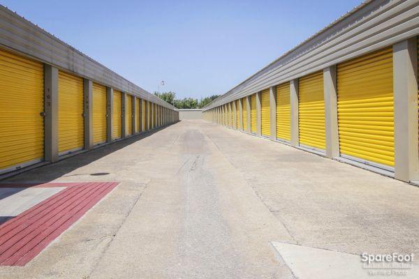 Tellus Self Storage - Hawn 7979 C F Hawn Freeway Dallas, TX - Photo 4