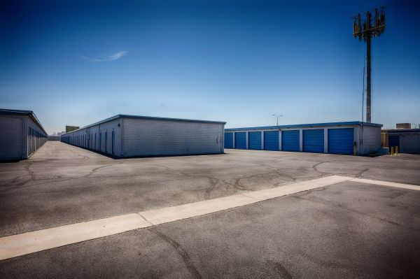 US Storage Centers - Glendale - 5801 West San Miguel Avenue 5801 West San Miguel Avenue Glendale, AZ - Photo 7