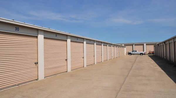 StorageMart - Hwy 150 & Hwy 291 3920 South State Route 291 Lee's Summit, MO - Photo 1