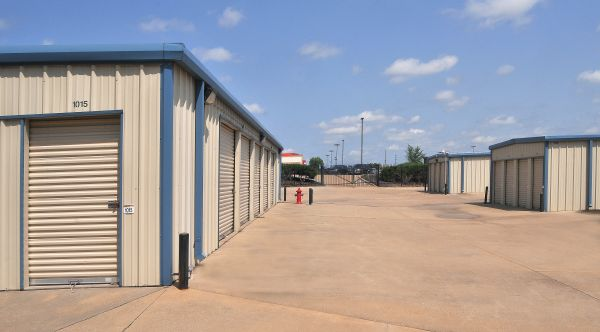 StorageMart - E 25th St & Hub Dr 2500 South Hub Drive Independence, MO - Photo 1