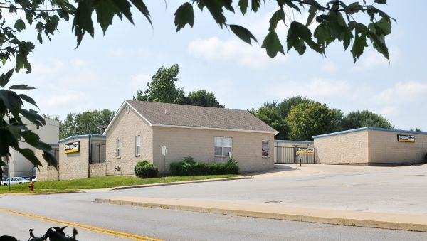 StorageMart - E 25th St & Hub Dr 2500 South Hub Drive Independence, MO - Photo 0